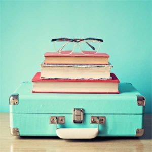 Schilderij koffer/boek/bril
